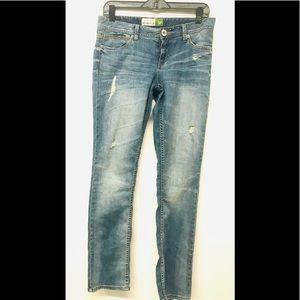 Aeropostale 5/6 Bayla distressed Skinny jeans